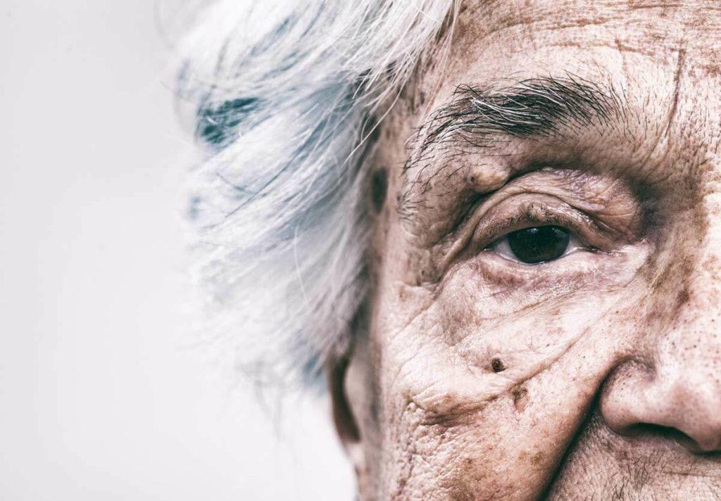 Nahaufnahme einer alten Frau